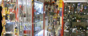 Дэнси-Касса в магазине сантехники
